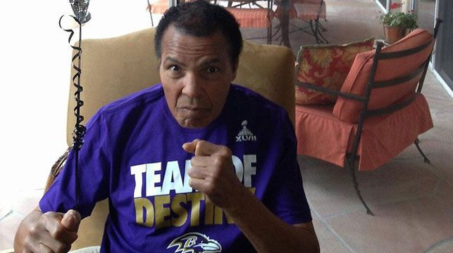Boxing legend Muhammed Ali hit back at rumours he was about to die with this pic on Twitter. (Twitter)