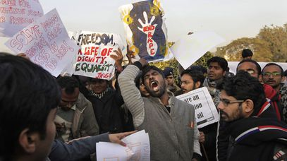 New Delhi students chant slogans in advocacy for better treatment of women. (AAP)