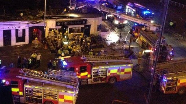 A helicopter has crashed into a Glasgow pub. (Twitter user @Jan Holland)