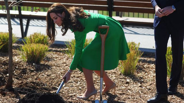 Duchess Kate turns a sod at the National Arboretum in Canberra. (AAP)