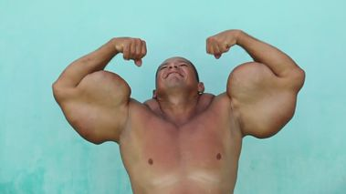 Brazilian bodybuilder Arlindo de Souza is risking death in order to keep growing his 74cm biceps.