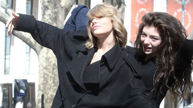 Taylor Swift and Lorde pose for the cameras in New York. (AAP)