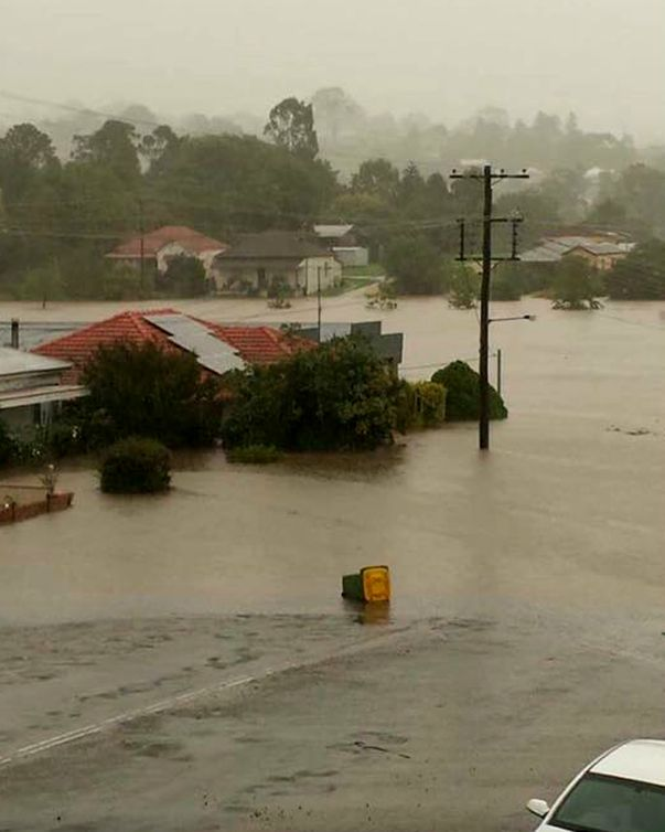 A photo from the Higgins Storm Chasing Facebook page shows the situation at Dungog. (Facebook)