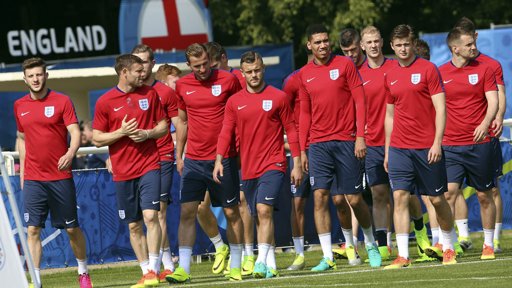 England players at a training session. (AAP)