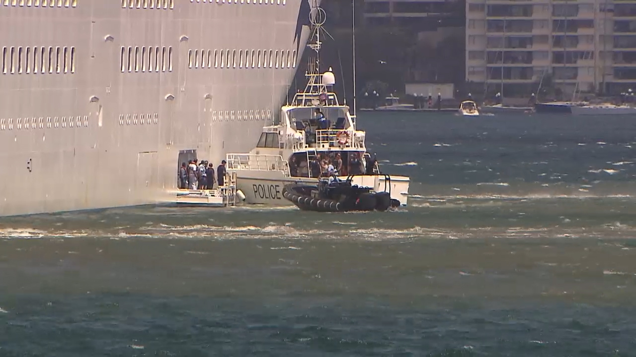 Cruise ship returns to Sydney after glassing attack on board