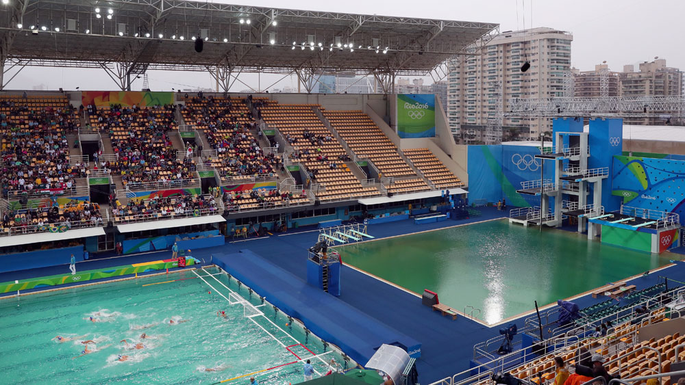 The water polo pool (left) is starting to turn the colour of the diving pool.(Getty)