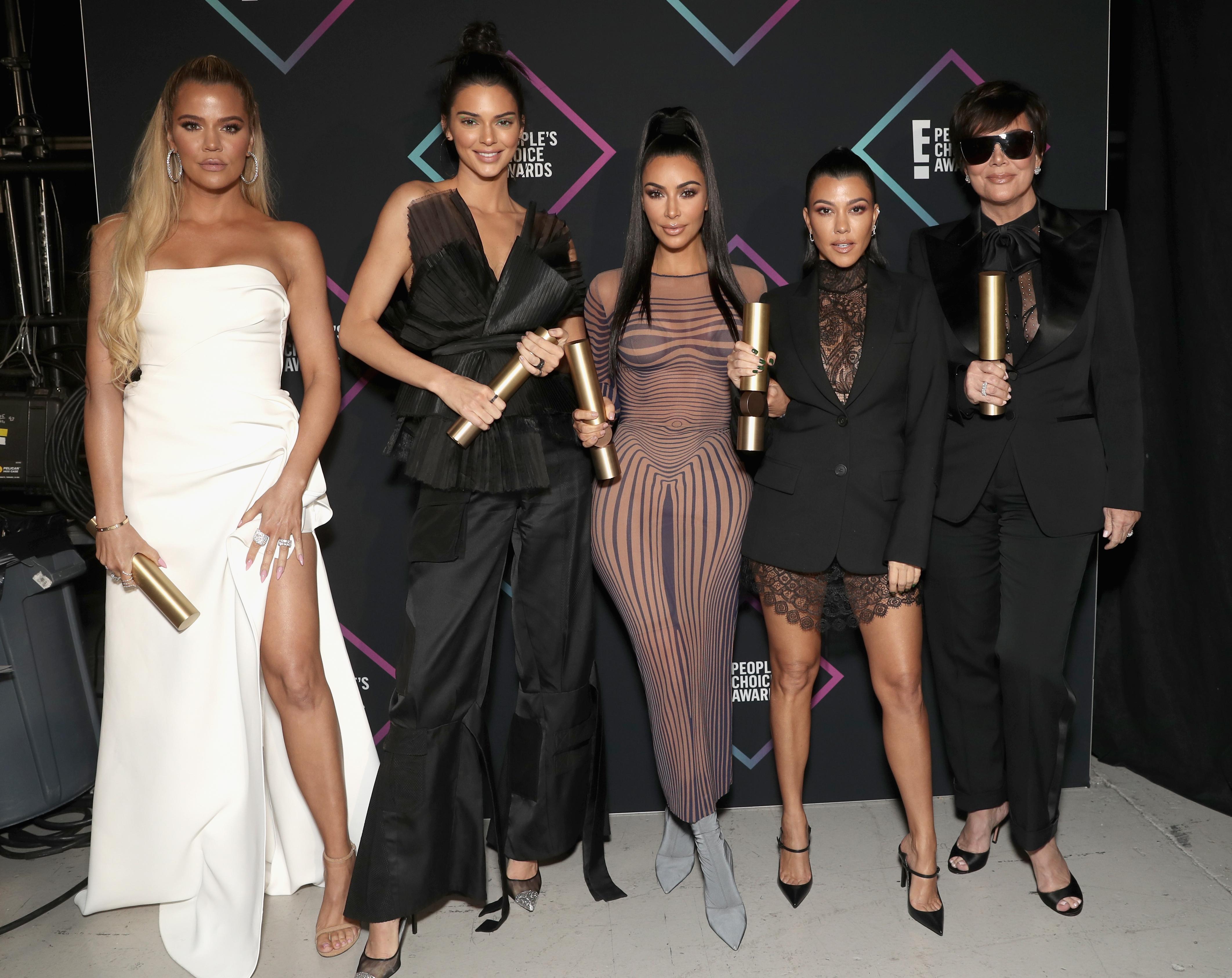 Kris Jenner's sunglasses cause a stir on Twitter