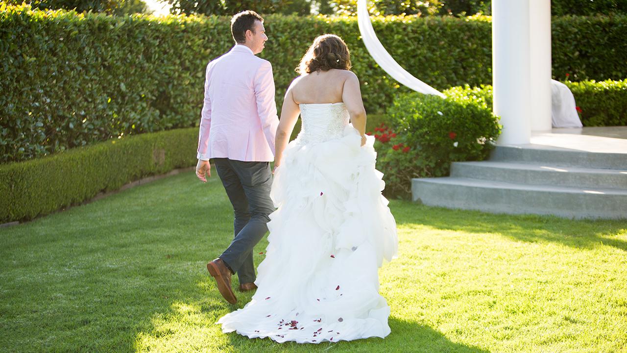 The couple make their way to their photoshoot.