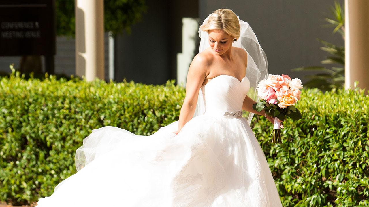 Nicole fluffs her dress before meeting her new man.