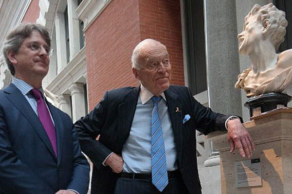 Leonard Lauder (r) with the director of Metropolitan Museum of Art Thomas Campbell.