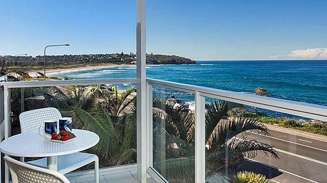 The property, in Freshwater in the city's northern beaches, is estimated to be worth about $4 million. (RSL Art Union)