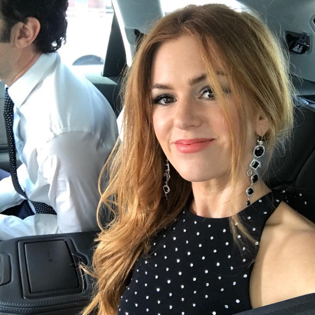 Isla Fisher jokingly crops Sacha Baron Cohen out of her Valentine's Day post.