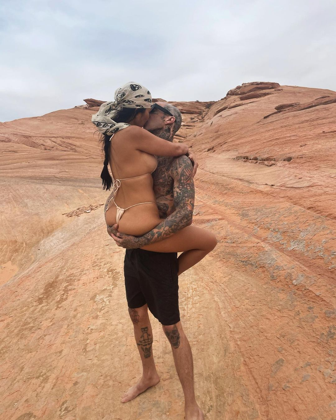Kourtney Kardashian, ex Younes Bendjima, kissing photo, Travis Barker, comment