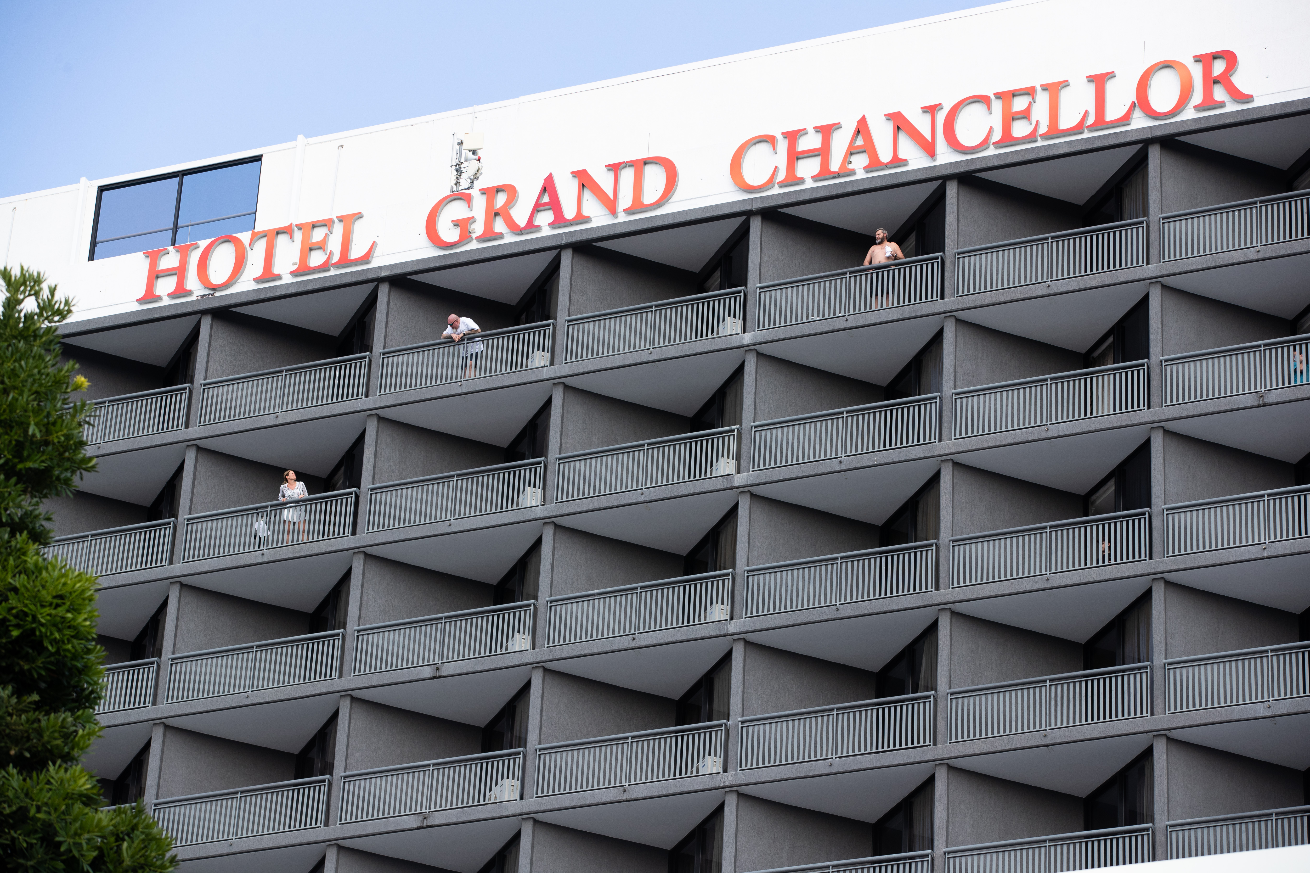 Fears after COVID spreads in Brisbane quarantine hotel