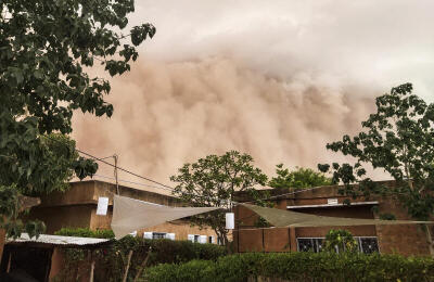 'Apocalyptic' sand storm engulfs Niger's capital city