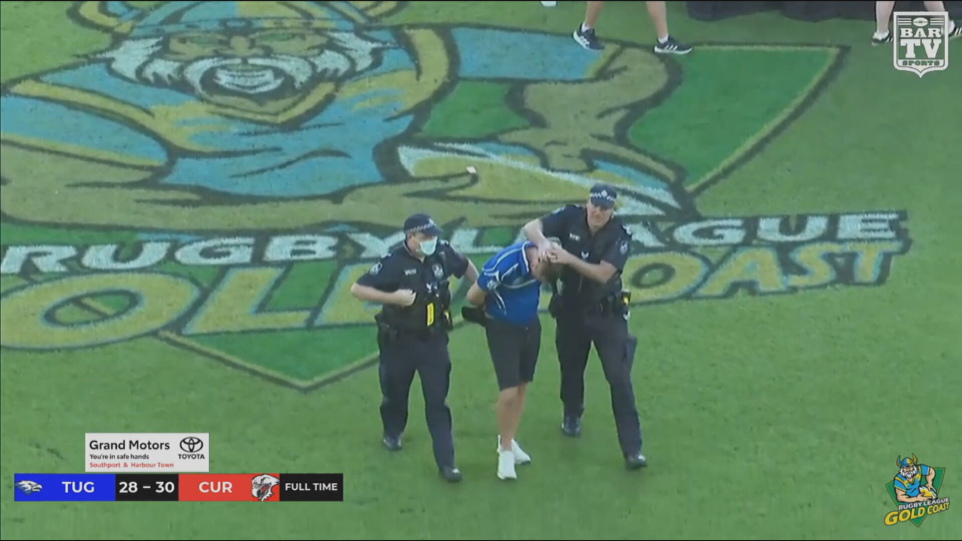 Queensland referee allegedly punched by disgruntled football fan