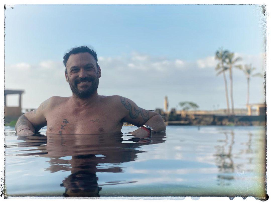 Brian Austin Green, dancer Sharna Burgess, Instagram official, photo, holiday, Hawaii