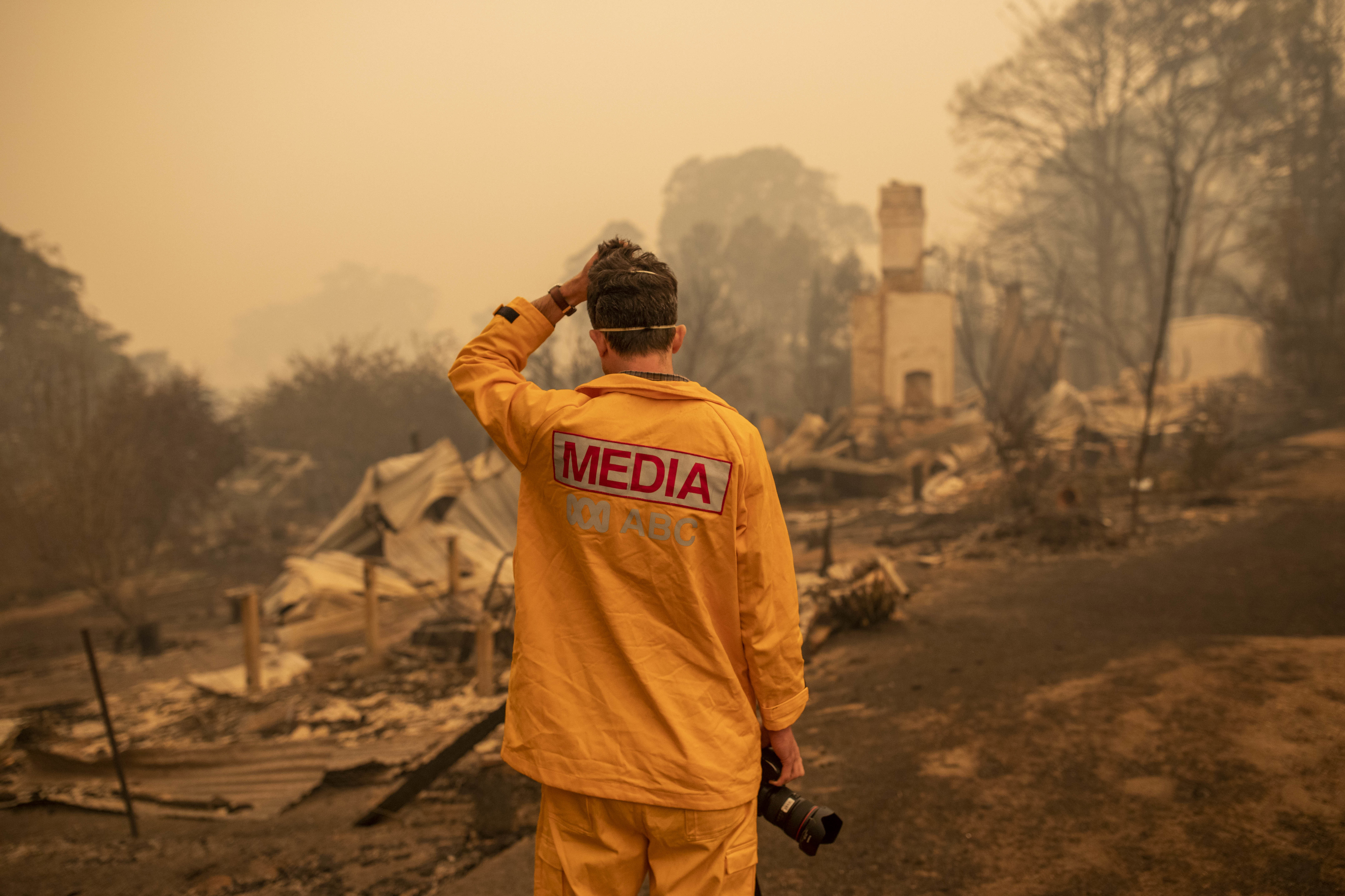 Matt Roberts reacts to seeing his sister's destroyed house in Quaama, NSW, Wednesday, January 1, 2020.  (AAP Image/Sean Davey)