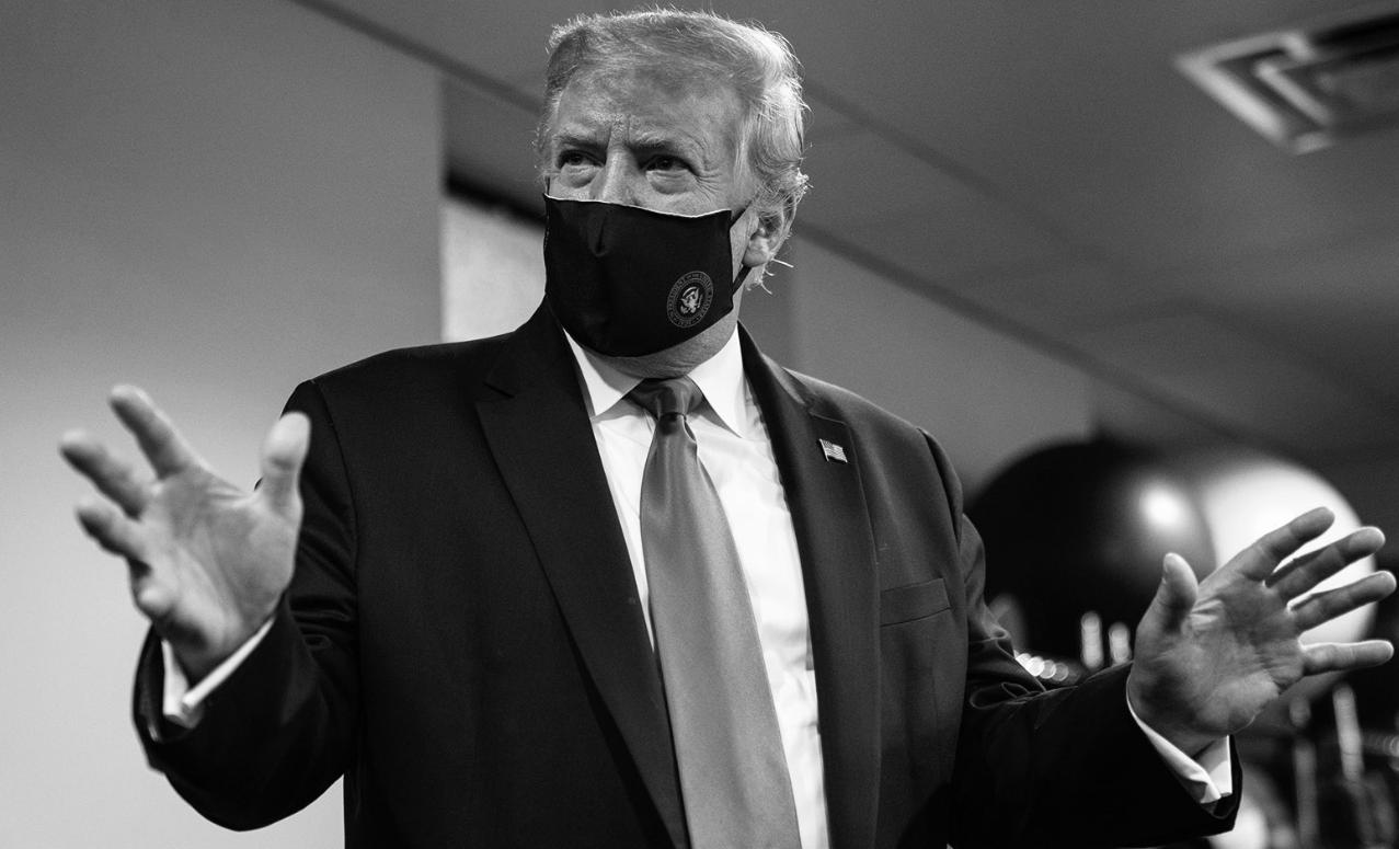 Donald Trump wears mask on Twitter