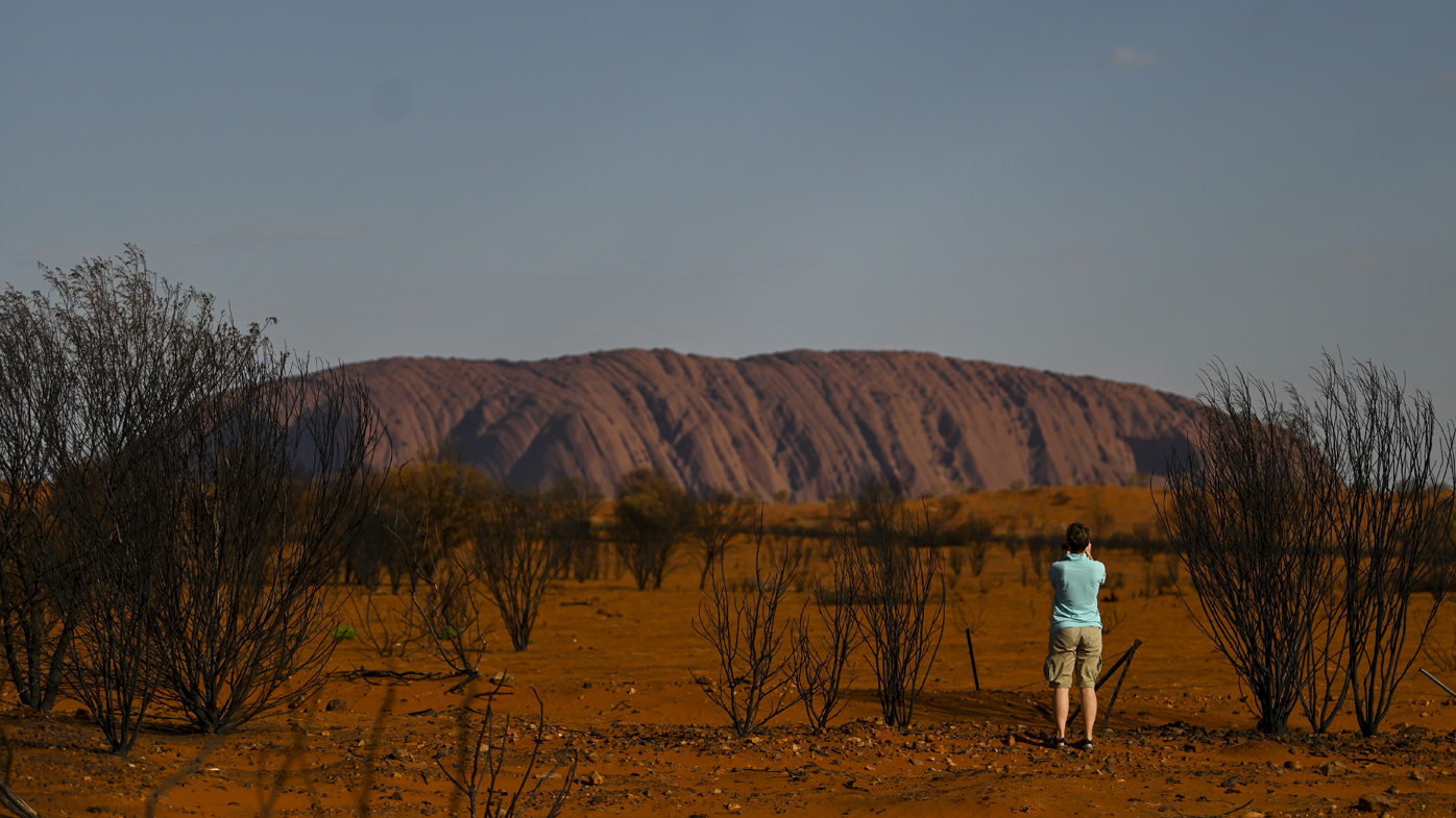 Australia's heatwave could mean last-minute visitors to Uluru miss their chance to climb