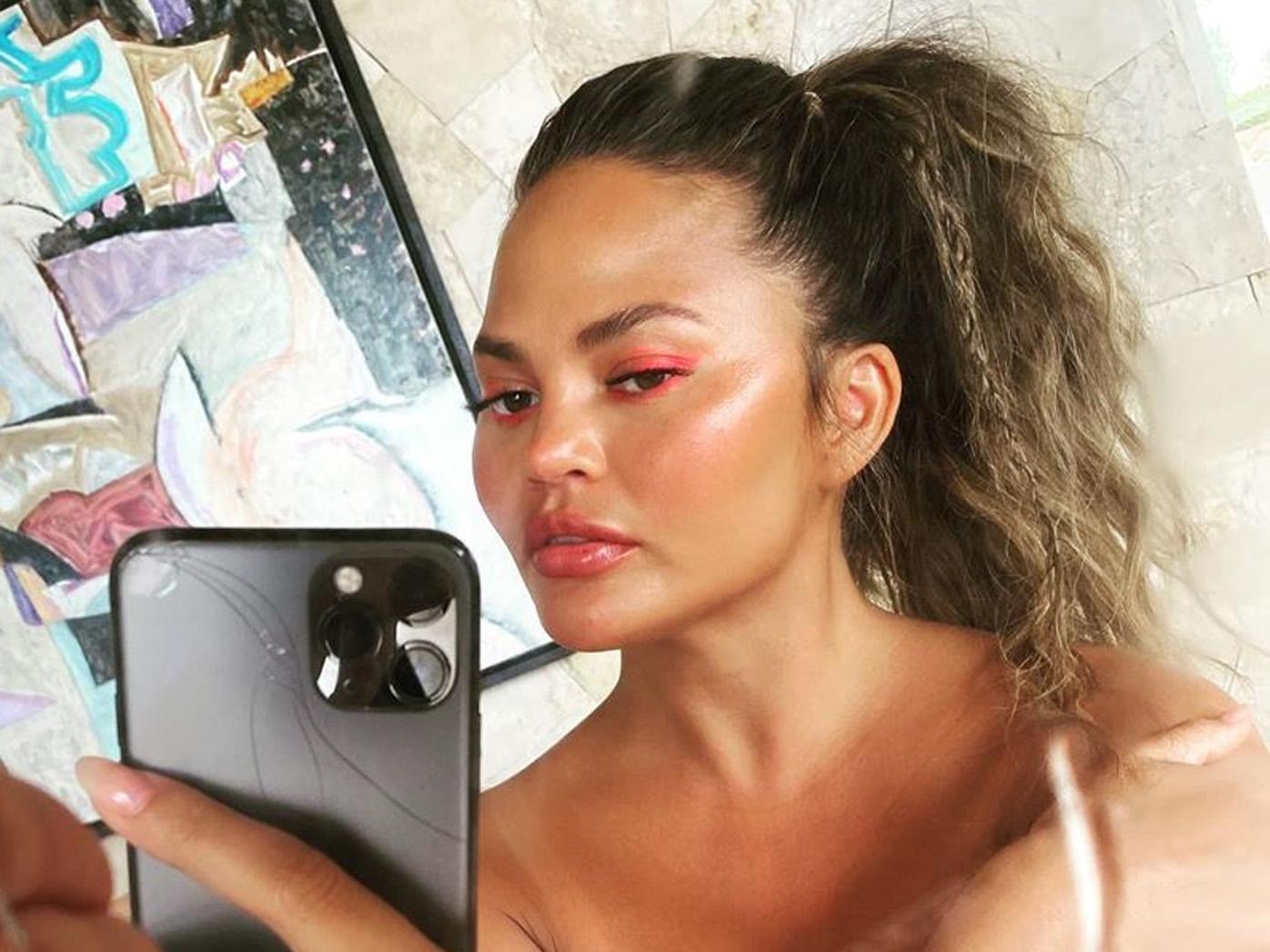 Chrissy Teigen, Instagram, selfie
