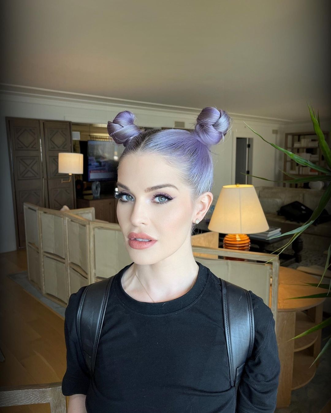 Kelly Osbourne looks completely different in a new photo.
