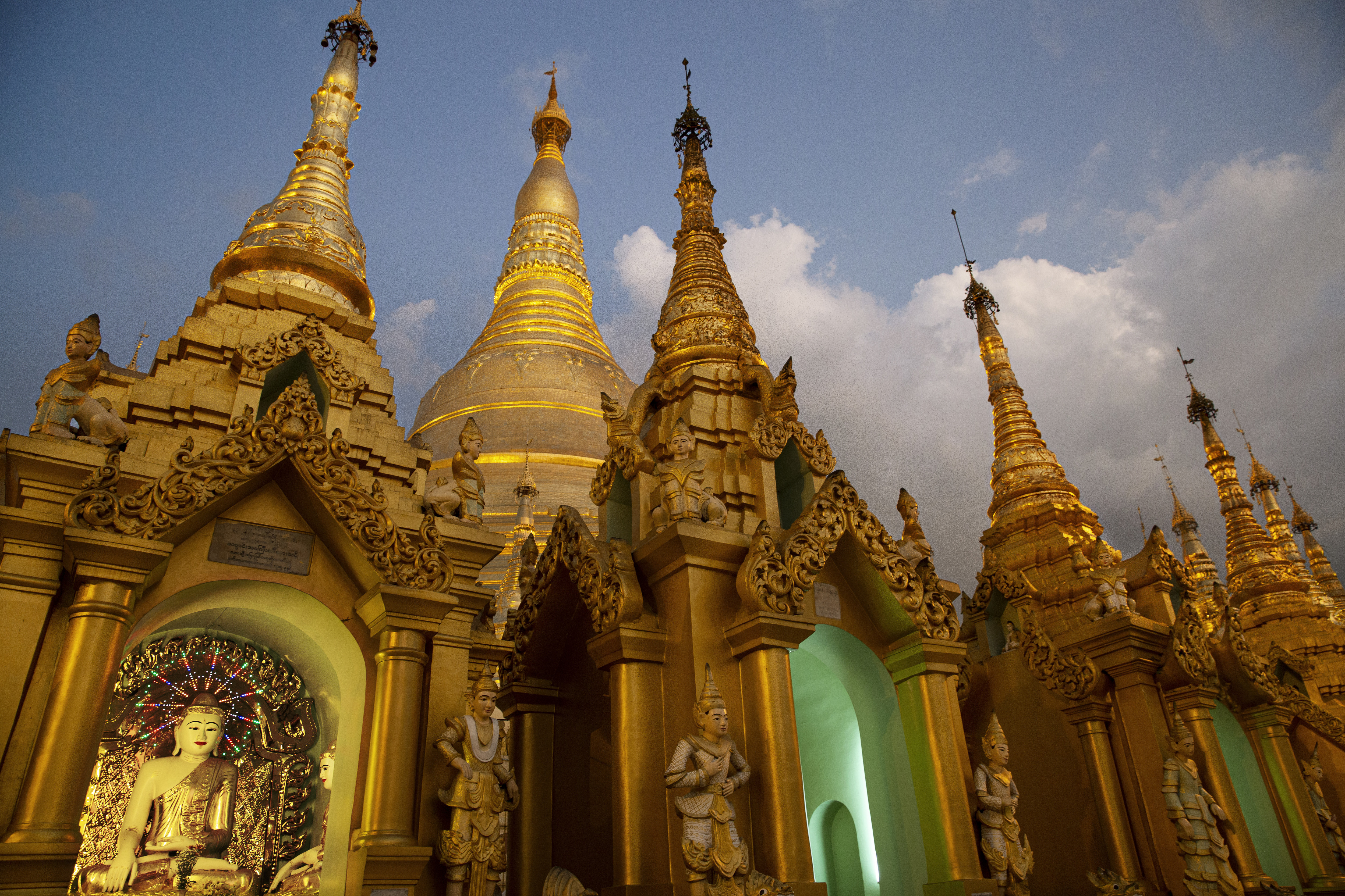 Tourists who shot porn at Myanmar temple to be prosecuted