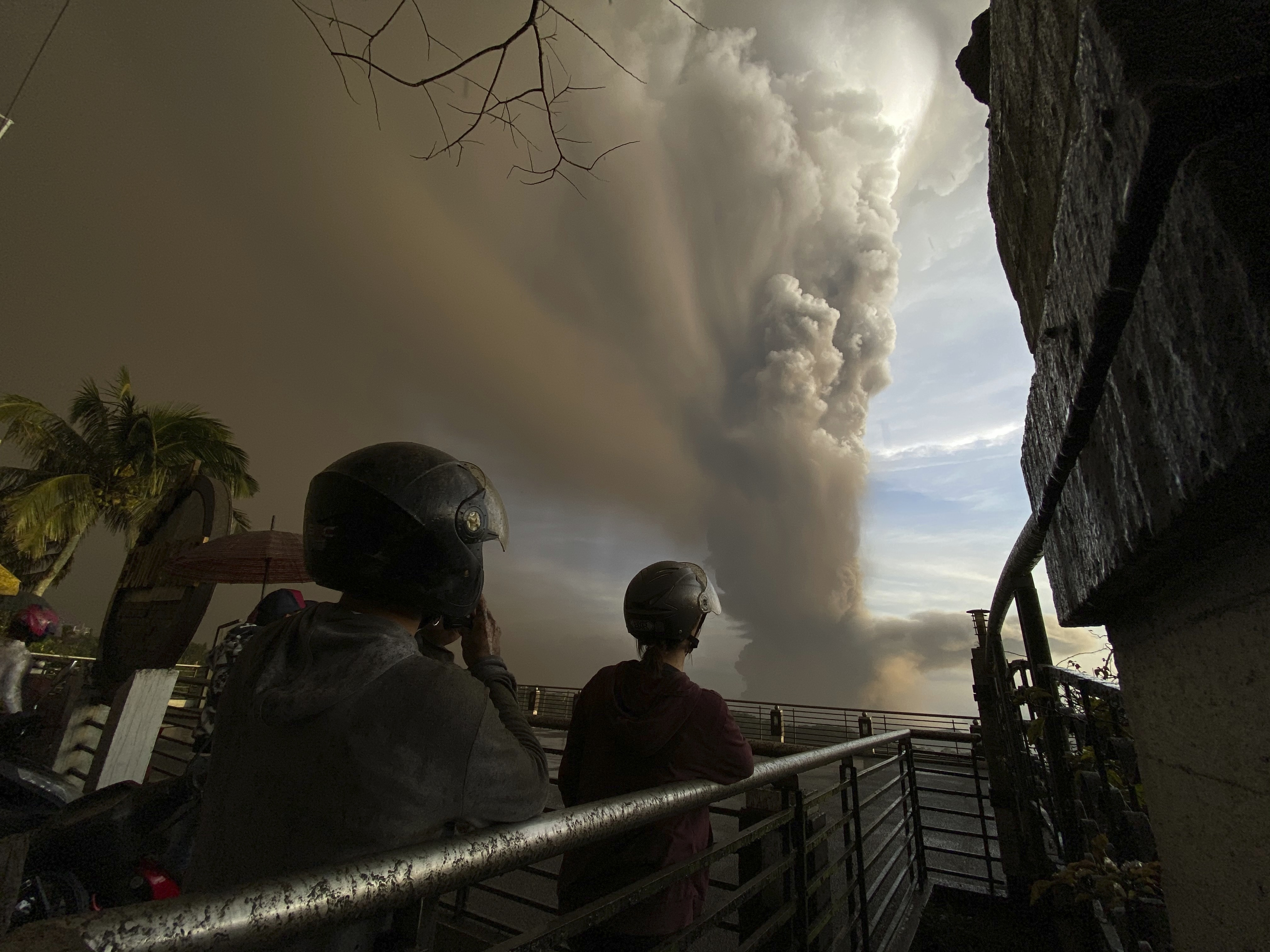 Incredible satellite imagery captures 15km ash plume from Philippines volcano