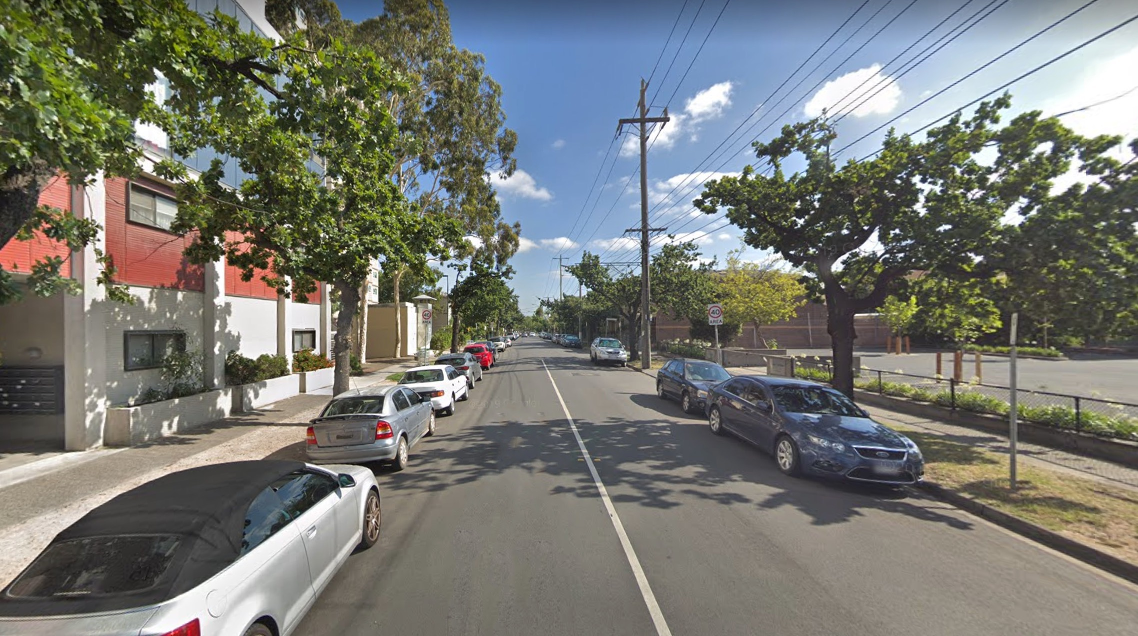 Man arrested after woman found dead in South Yarra unit block