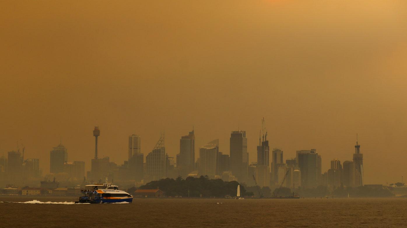 Sydneysiders wake to another smoky day amid health warnings