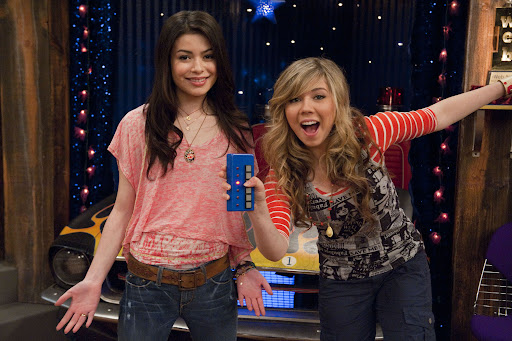 Miranda Cosgrove and Jennette McCurdy star in iCarly.