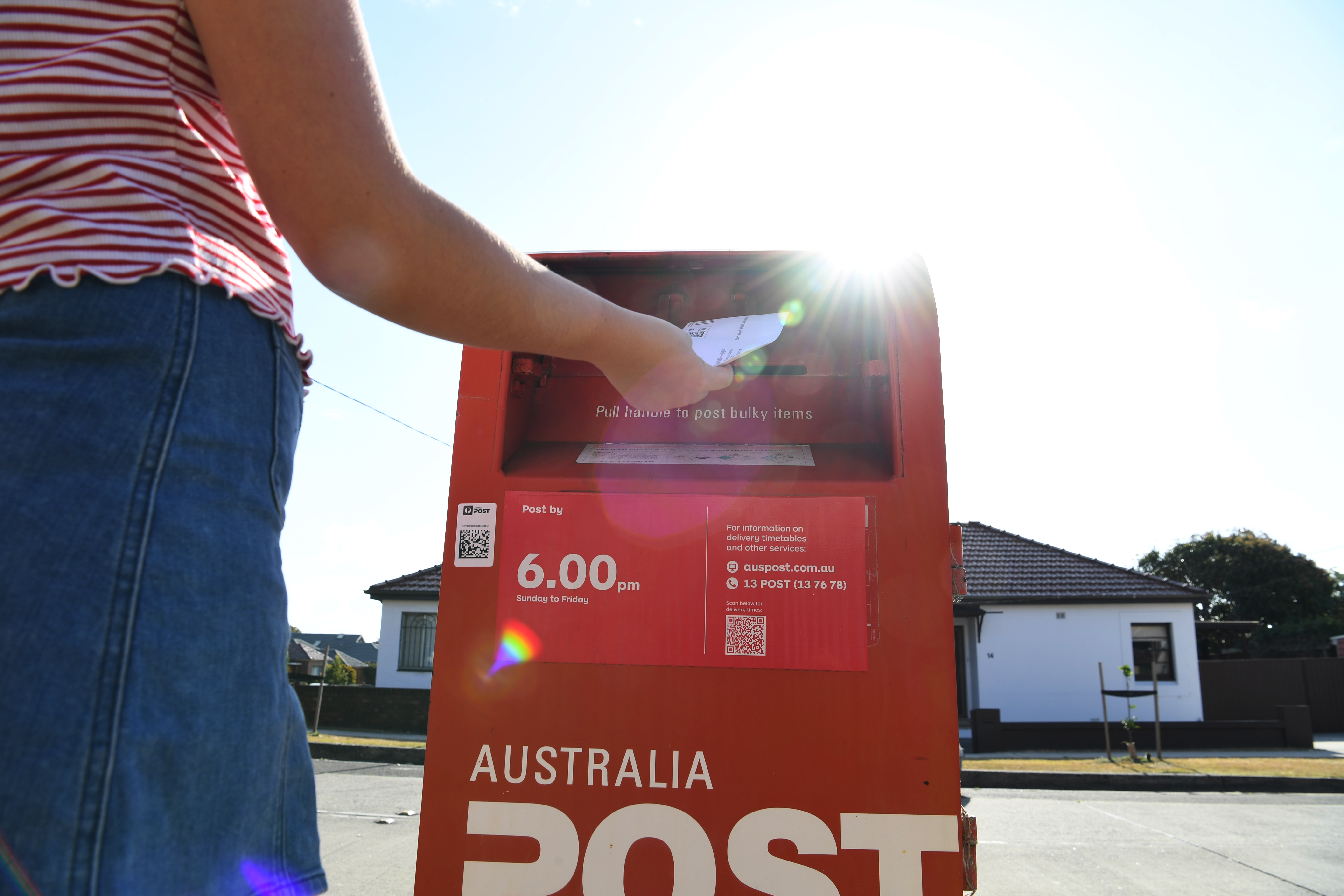 Aussies urged to post early ahead of 'record-breaking' Christmas