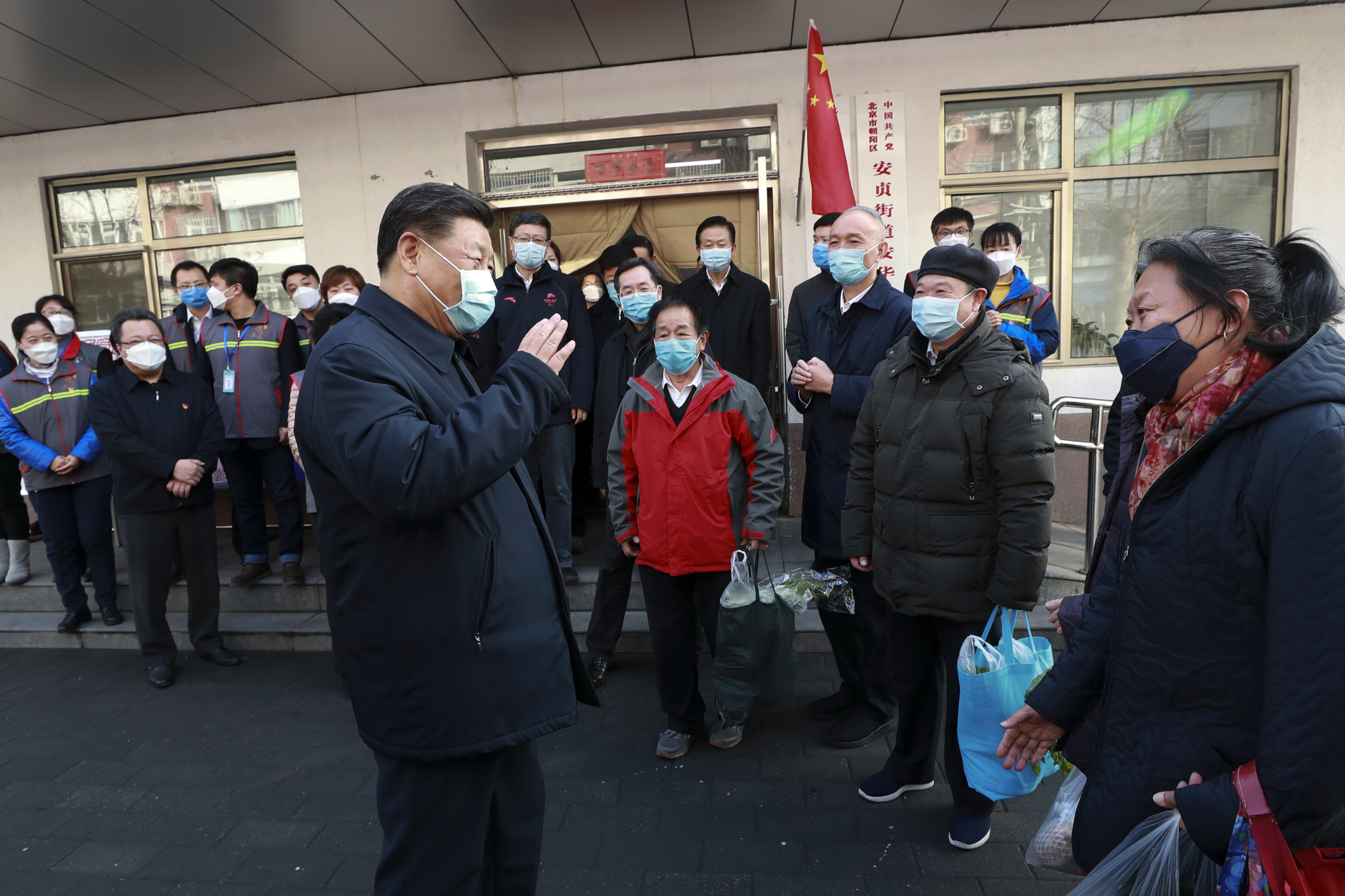 President Xi Jinping was eeen greeting staff and residents outside the hospital during his visit.