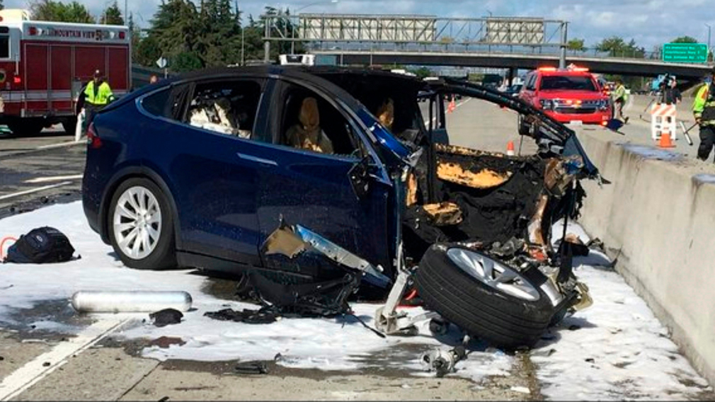 190502 Tesla crash California family suing News World USA
