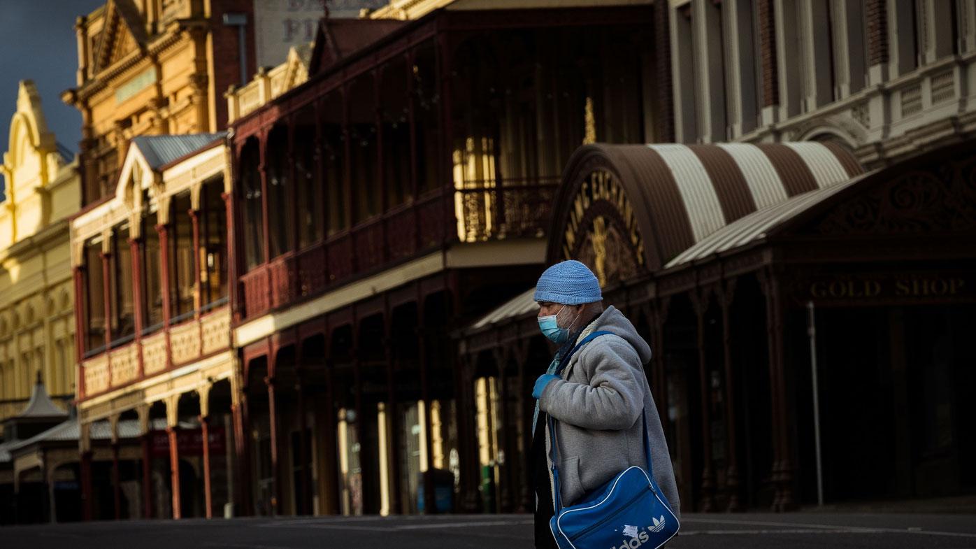 A man wearing a mask walks along Sturt Street in Ballarat.