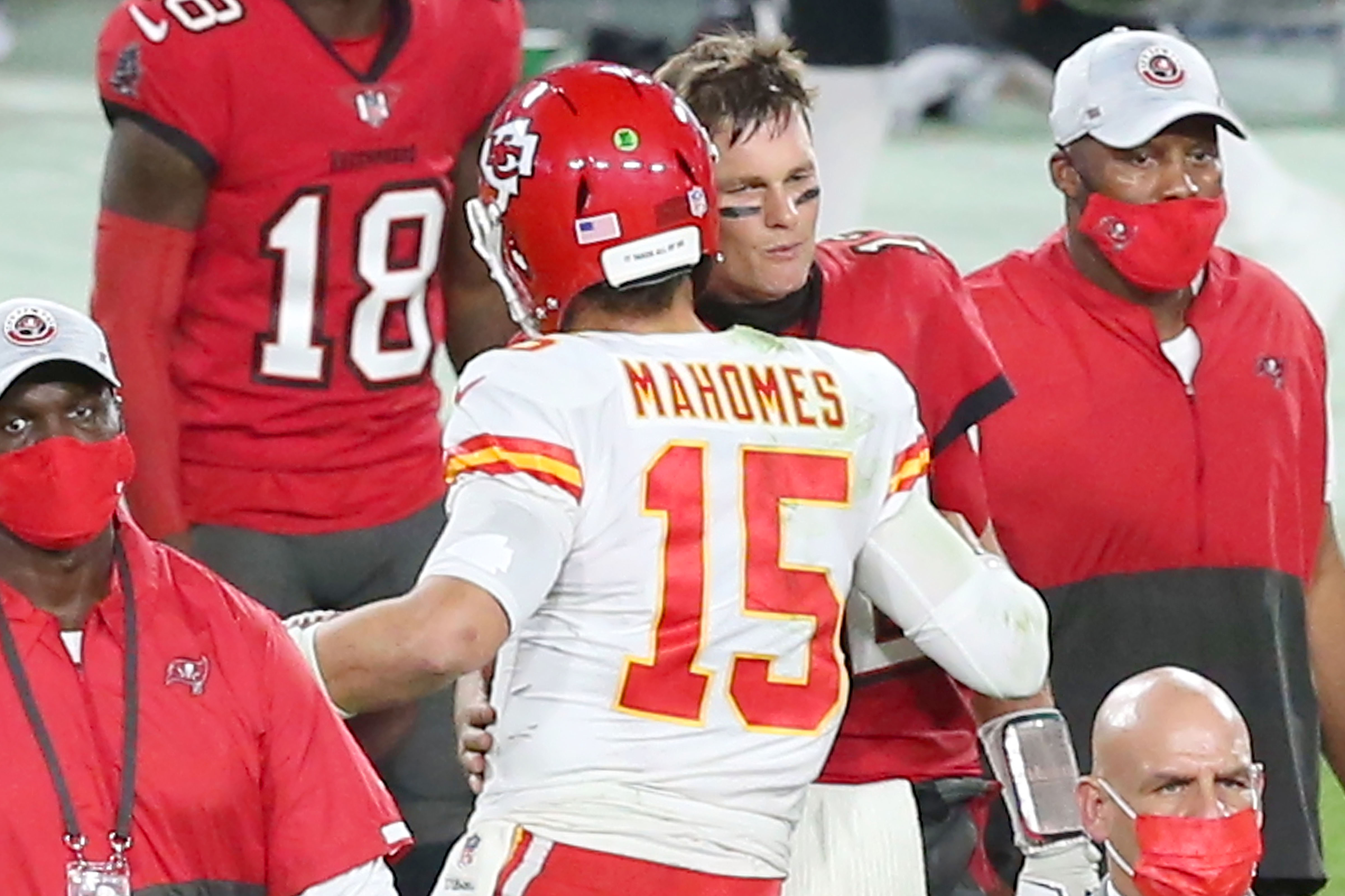Tom Brady of the Buccaneers shakes hands with Patrick Mahomes of the Chiefs.