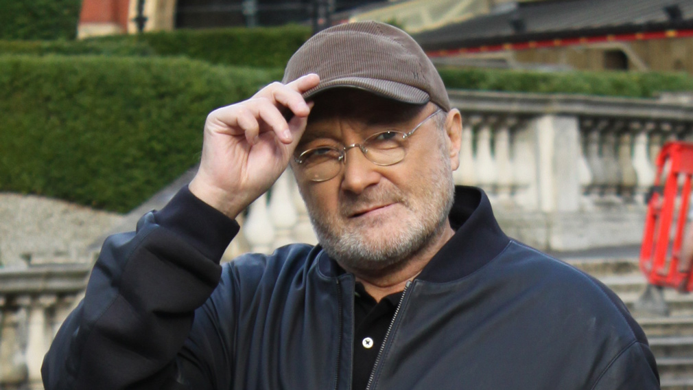 Phil Collins comes before the waiting journalists in front of the Royal Albert Hall in London, England, on October 17, 2016. (AFP)