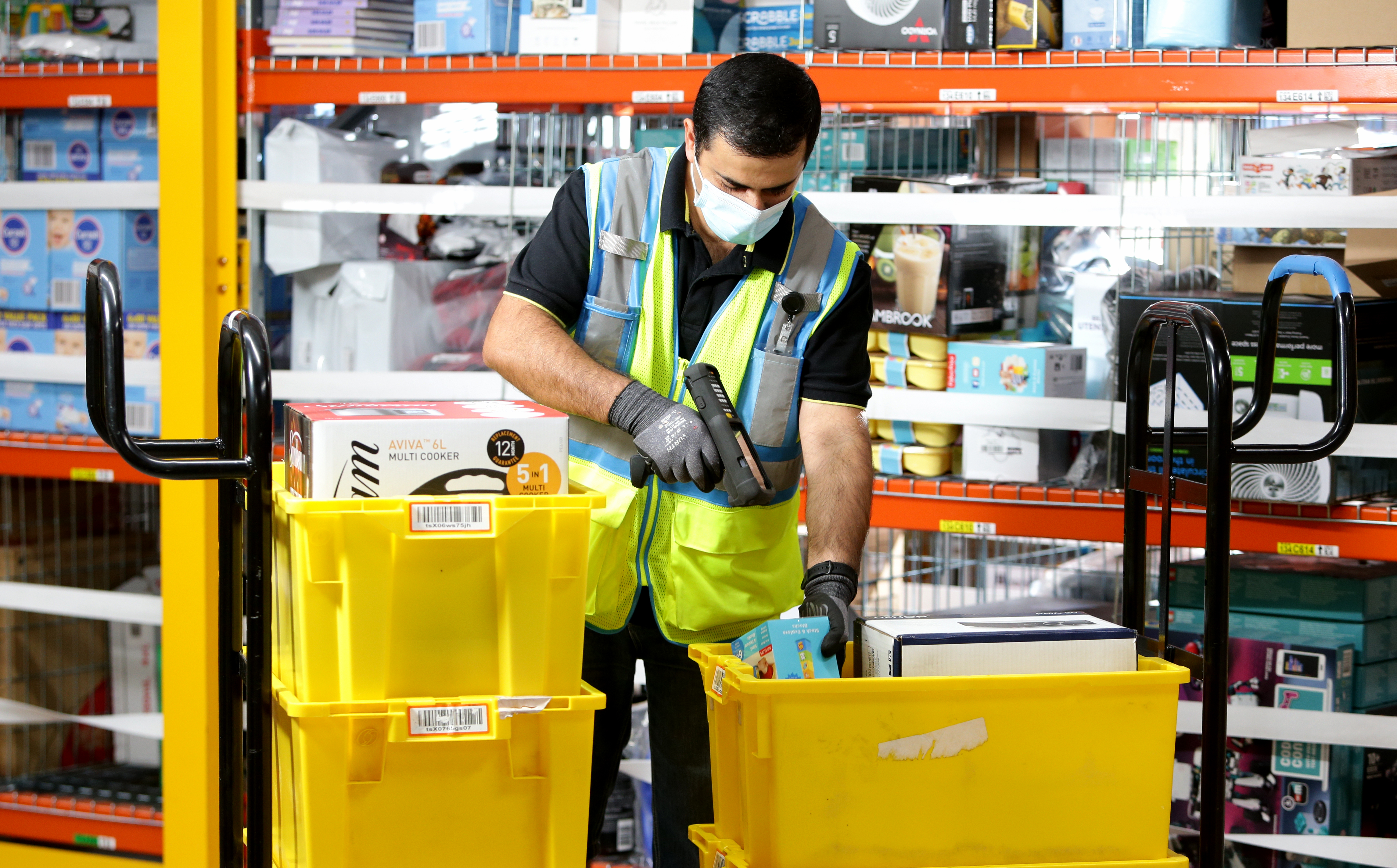 Amazon Australia on hiring spree as Christmas rush looms