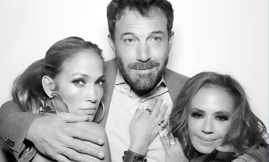 Jennifer Lopez, Ben Affleck and Leah Remini posed in a photo at a birthday party.