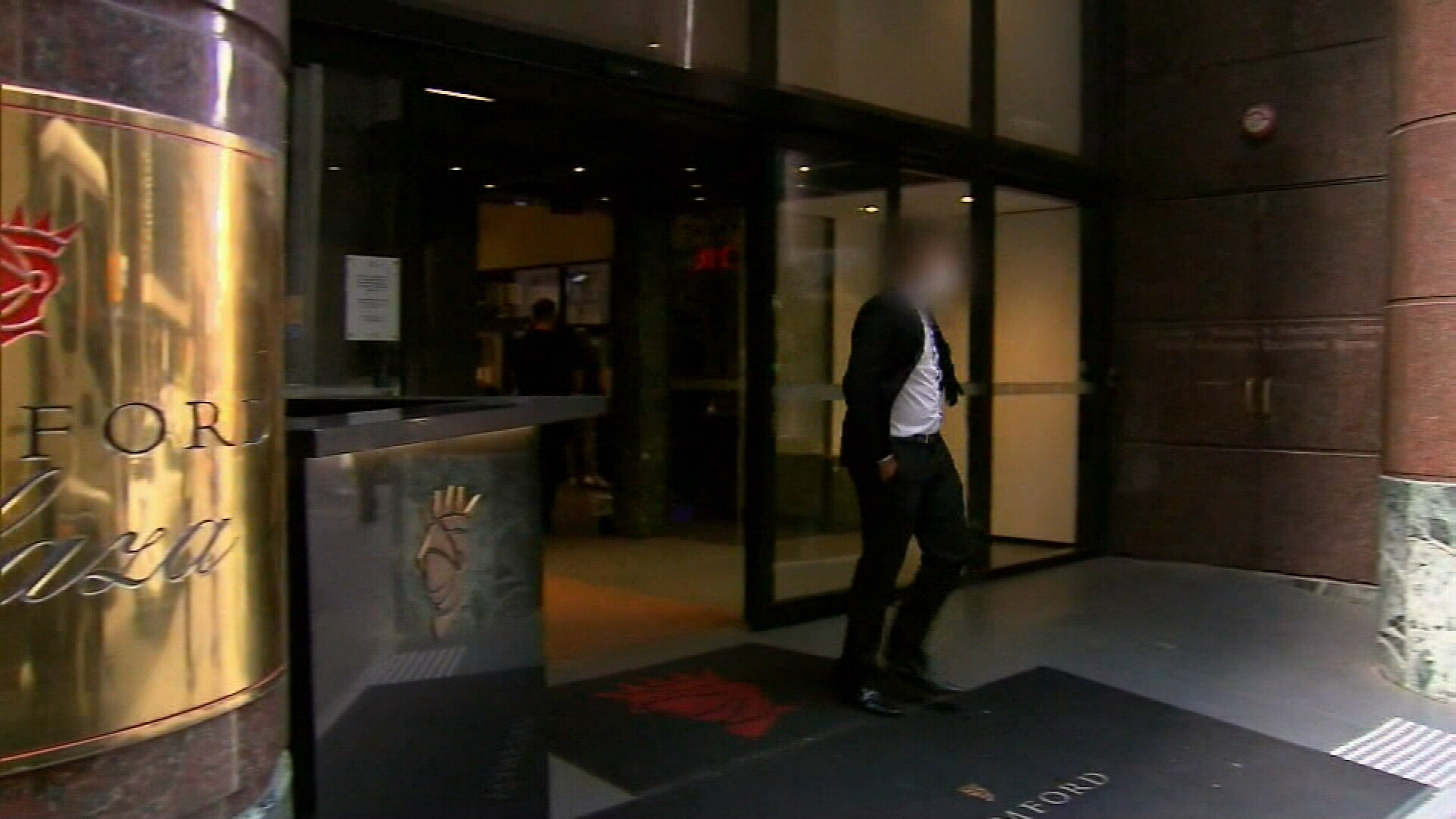 Victorian Jobs Minister lays blame for bungled hotel quarantine on DHHS