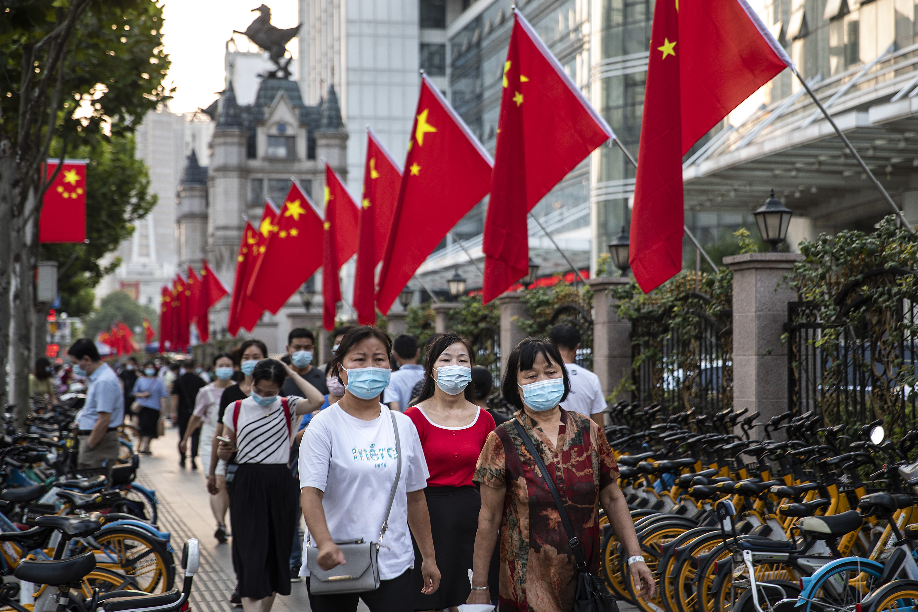 Residents in Wuhan continue  wearing face masks.