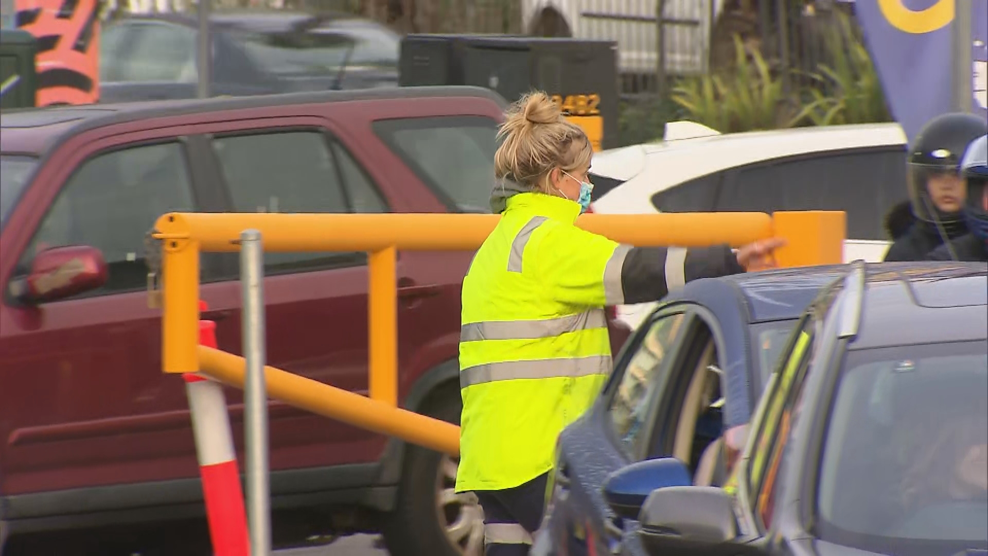Lines are growing at a Bondi testing clinic, as authorities work to identify the source of a mystery COVID-19 case.