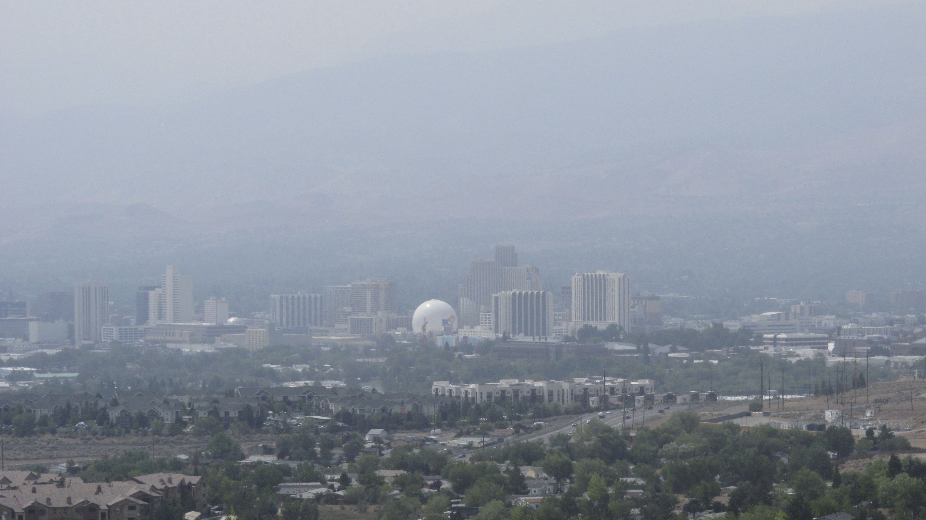Smoke from wildfires in California covered downtown Reno, Nevada in the United States, which has contributed to air pollution.