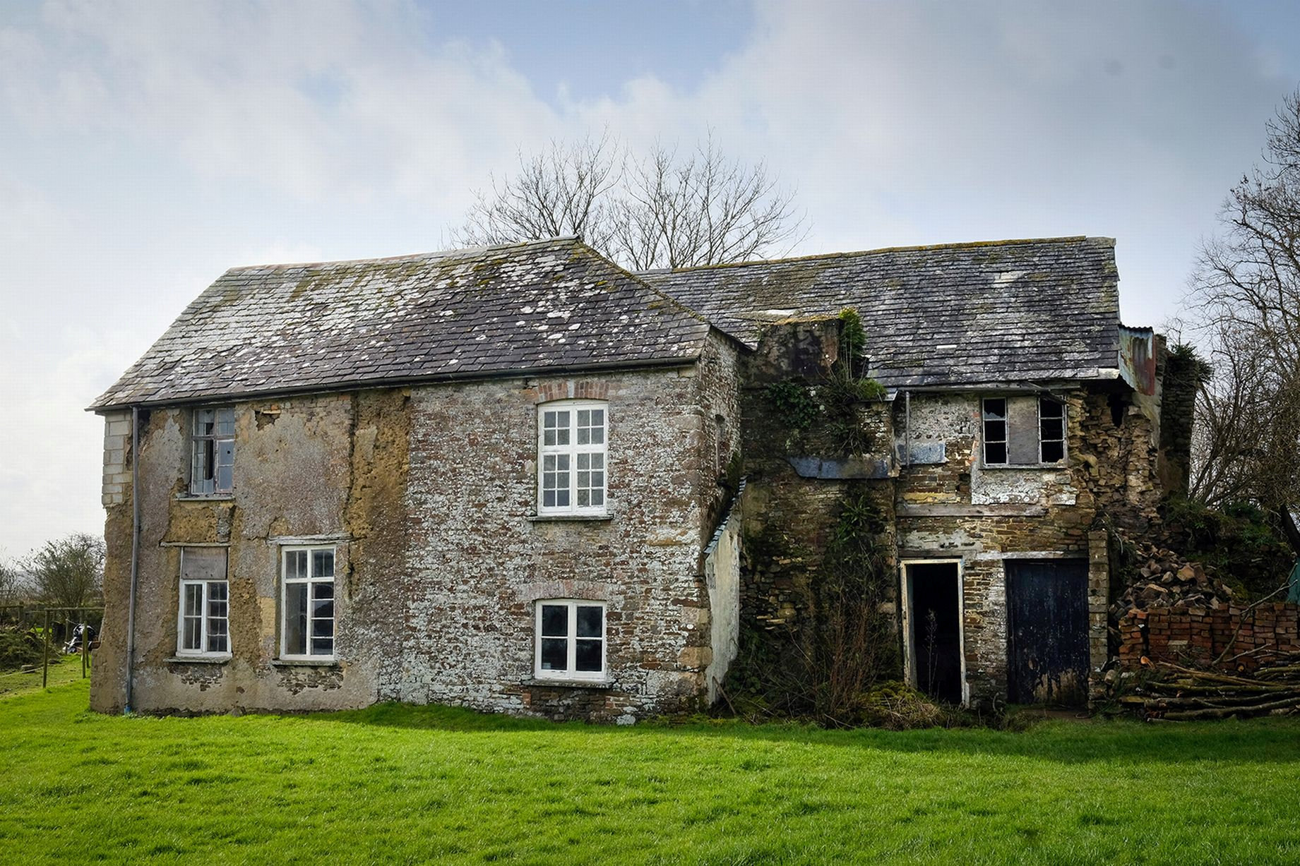 Abandoned Uk Home So Haunted The Owner Says Good Morning