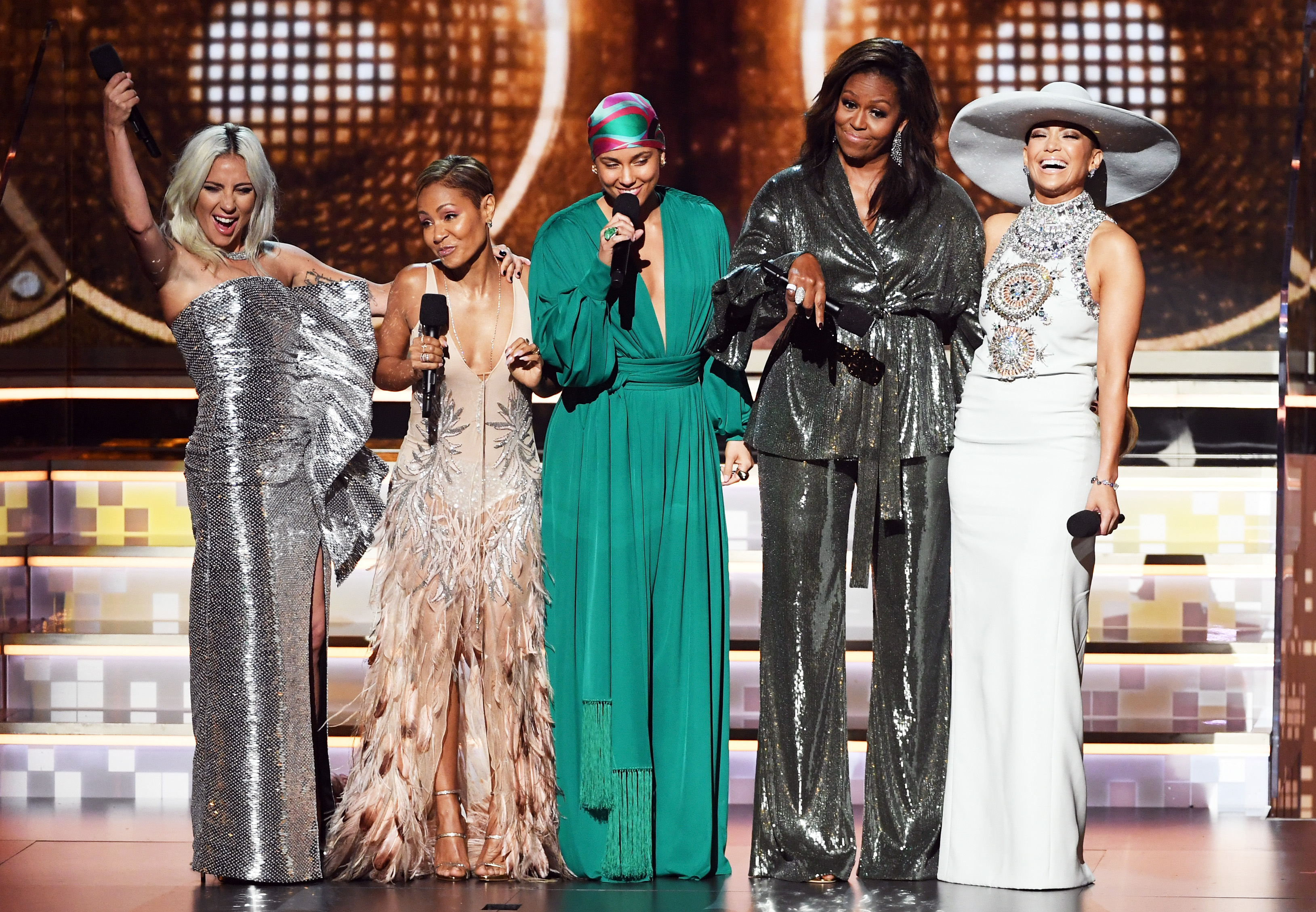 Alicia Keys calls famous friends on stage