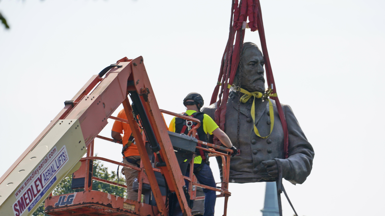 Crews removed the torso of Confederate General Robert E. Lee in Virginia.