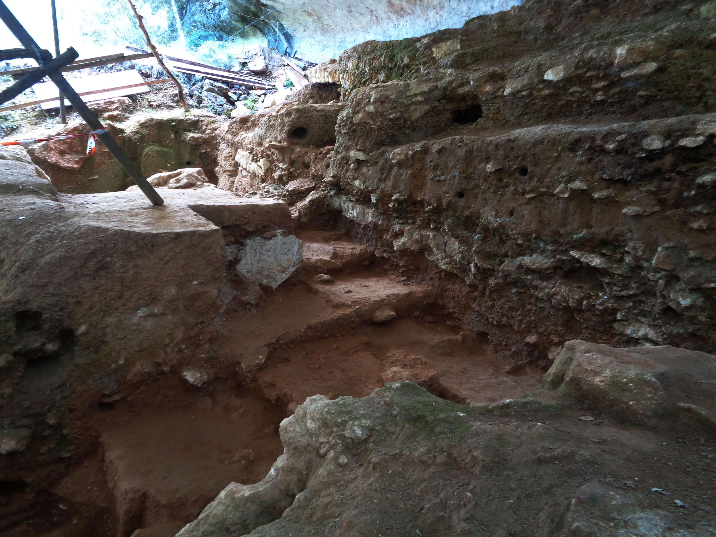 The site where the thread fragment was excavated in Abri du Maras, southern France.
