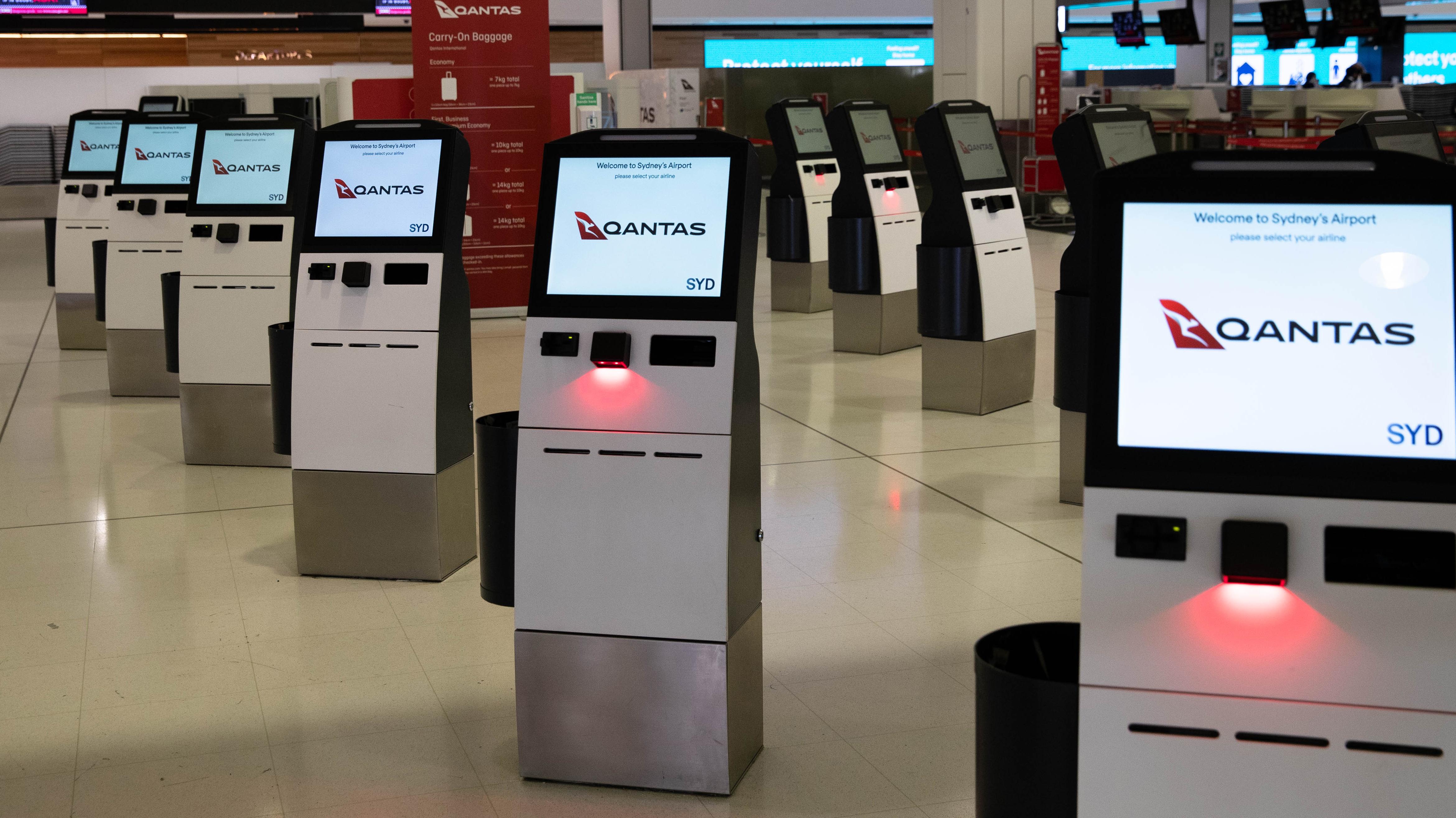 Qantas drops Perth from London route due to WA border closures