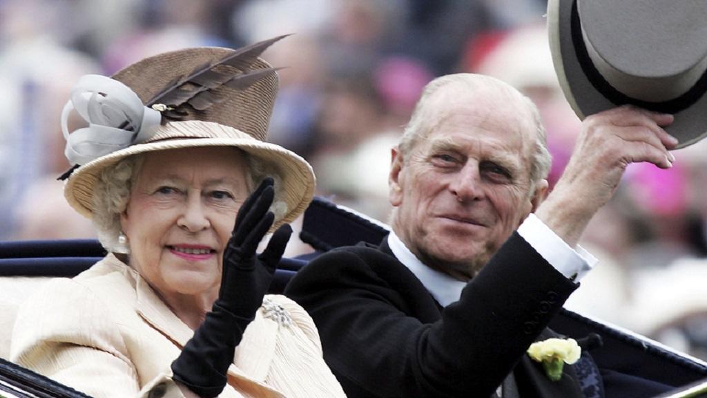Queen resumes royal duties ahead of Prince Philip's funeral