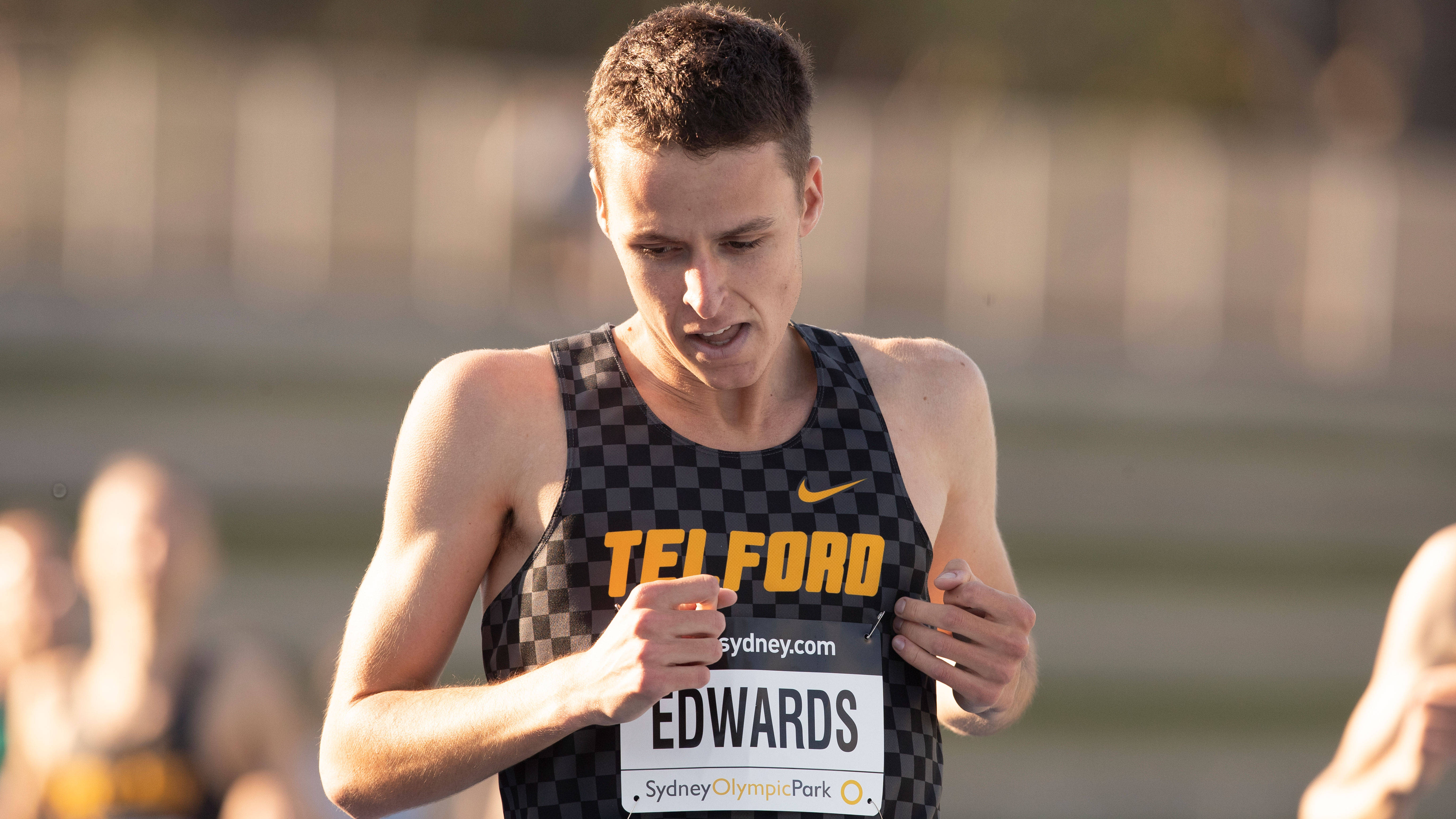 Jye Edwards wins the 1500m to qualify for the Tokyo Olympics.